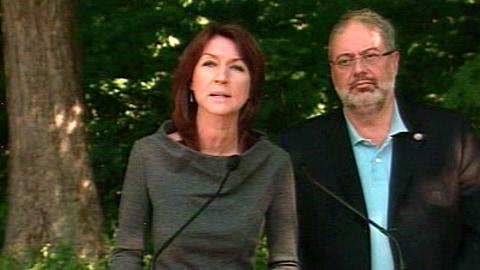 La ministre des Ressources naturelles du Québec, Nathalie Normandeau, avec le ministre de l'Environnement, Pierre Arcand