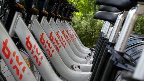 Plusieurs vélos Bixi