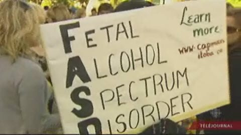 Des manifestants entendent sensibiliser les autorités au phénomène d'alcoolisme foetal.