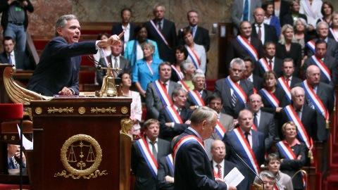 Le président de l'Assemblée nationale, Bernard Accoyer, a eu du mal à ramener l'ordre.