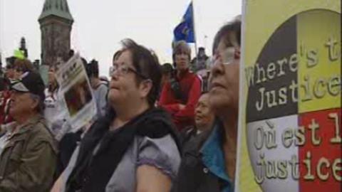 Manifestation de membres des Premières Nations sur la colline du Parlement pour réclamer plus de financement en éducation (archives)
