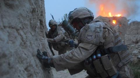 Des soldats canadiens lors d'une opération de combat dans le district de Panjwayi.