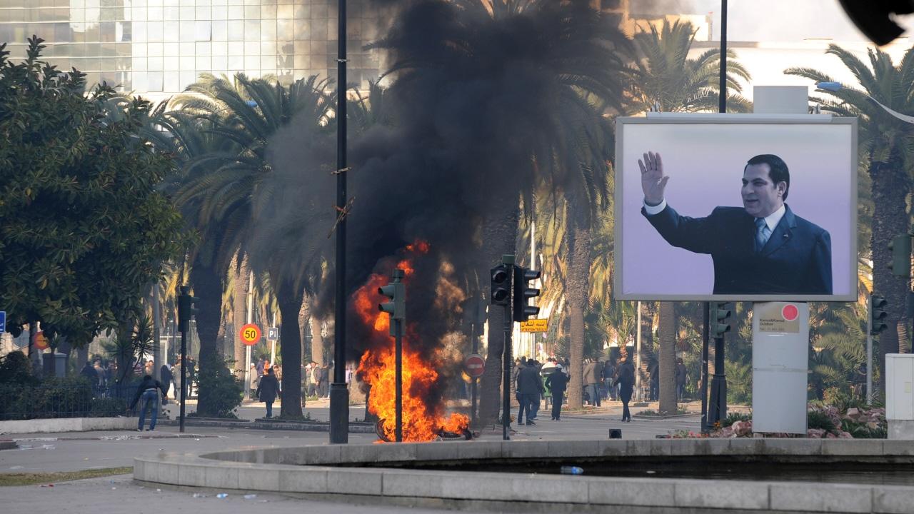 Des affrontements à Tunis entre des forces de l'ordre et des manifestants.