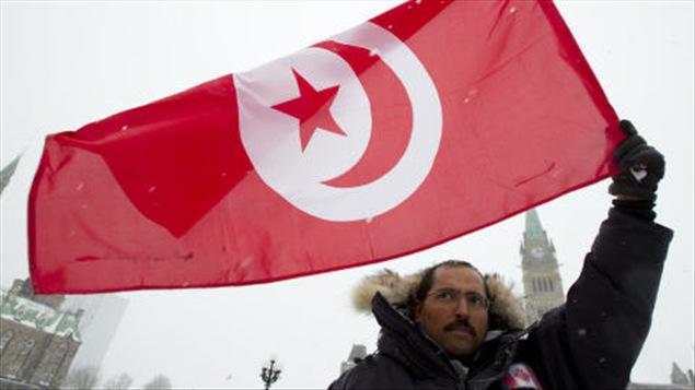 Un membre du collectif tunisien qui a bravé la tempête pour demander le gel des avoirs de la famille Ben Ali.
