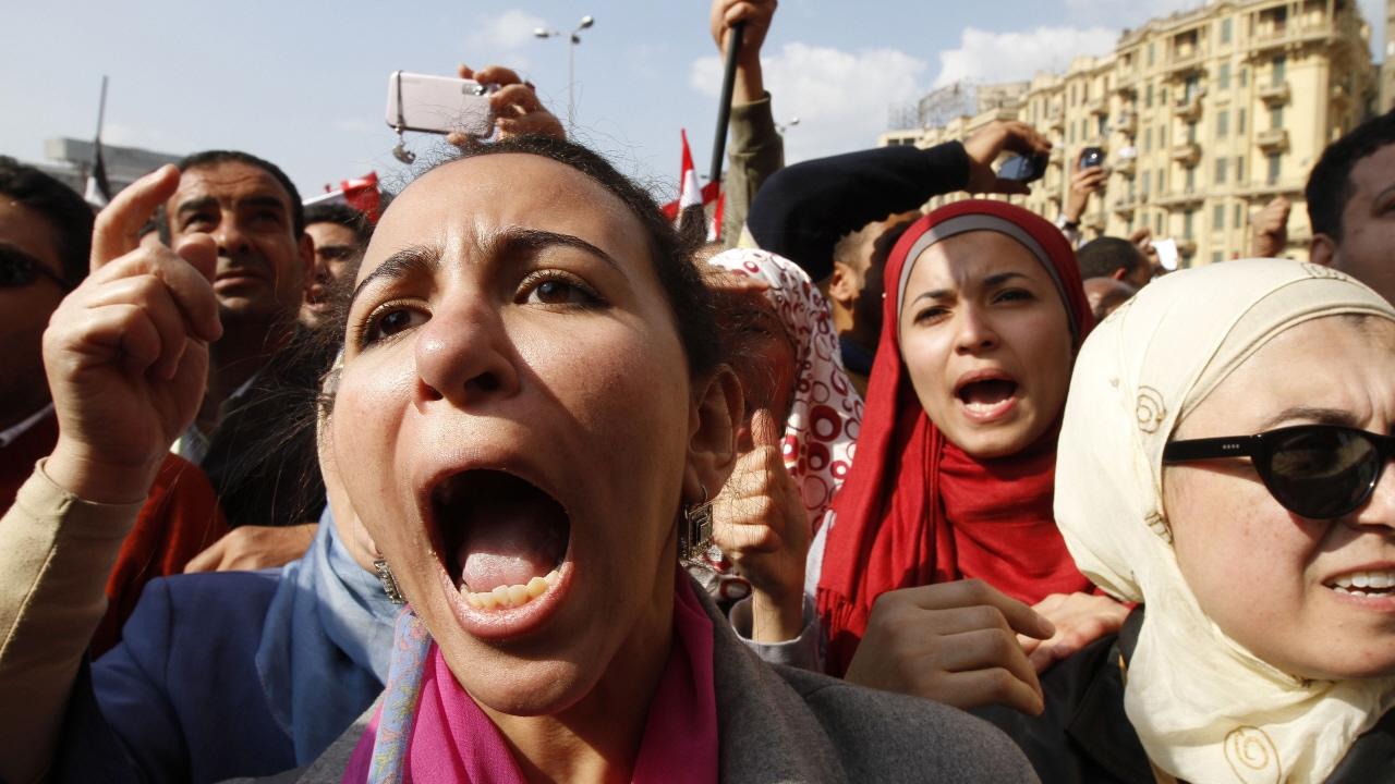 Des manifestants sur la place Tahrir au Caire