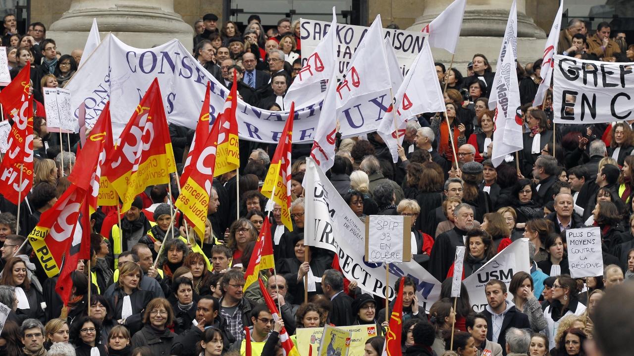 Plusieurs juges se sont rassemblés devant le palais de justice de Paris et dans plusieurs autres villes françaises.