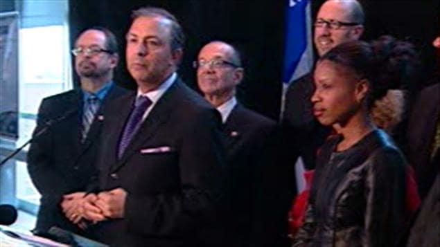 Sam Hamad (au center)