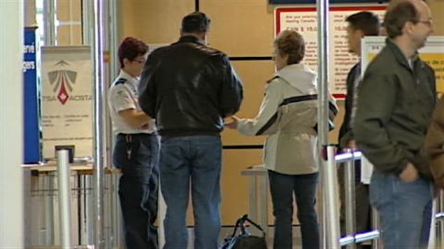 Contrôle de sécurité dans un aéroport canadien (Archives)