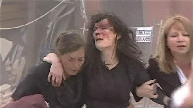 Une femme blessée par le tremblement de terre à  Christchurch en Nouvelle-Zélande.