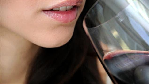 110223_s7600_femme-verre-alcool