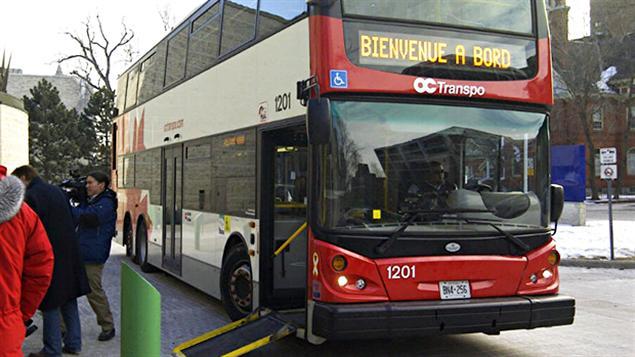 Un autobus à deux étages d'OC Transpo