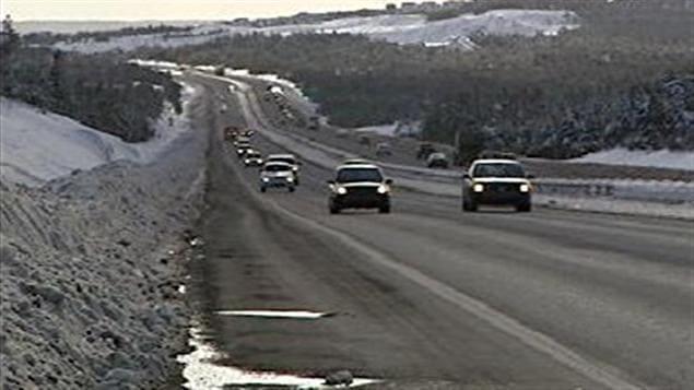 Voitures sur la route à Terre-Neuve