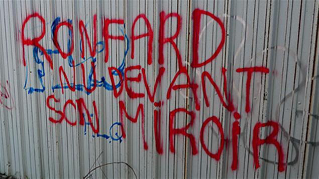 Ronfard, nu devant son miroir