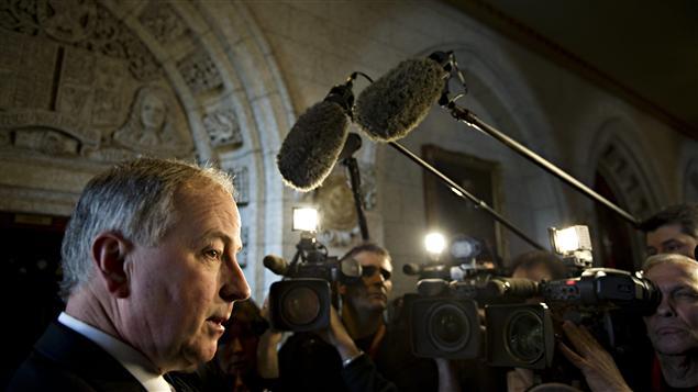 Le ministre de la Justice, Rob Nicholson, s'adressait aux journalistes dans le foyer de la Chambre des communes