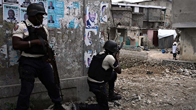 Des policiers haïtiens