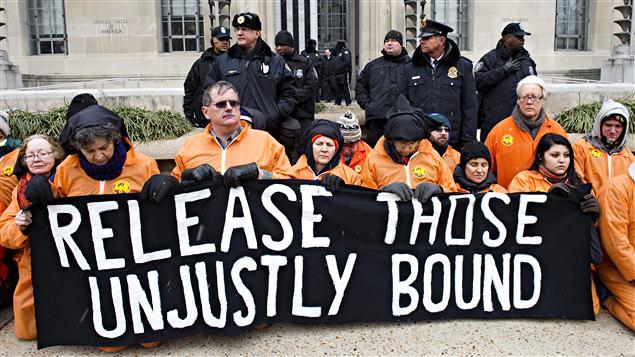 Witness Against Torture marche à Washington contre la prison de Guantanamo, le 11 janvier 2011.