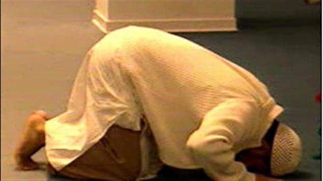 Un musulman fait sa prière