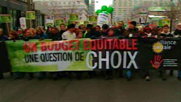Des milliers de manifestants à Montréal contre le budget Bachand