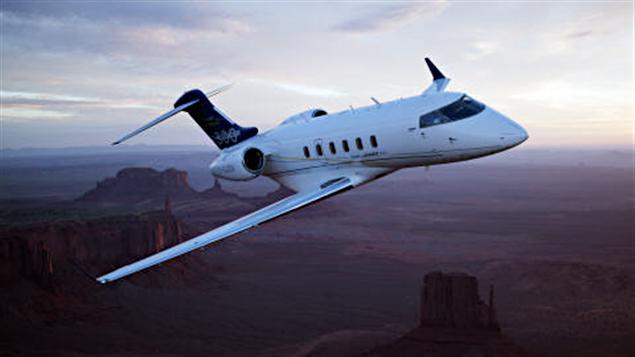 Un Bombardier Challenger 300 en vol.