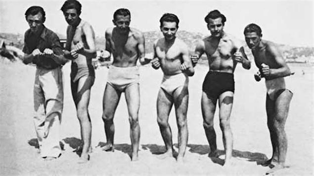 Brassens et ses amis sur la plage de Sète © photographie Victor Laville