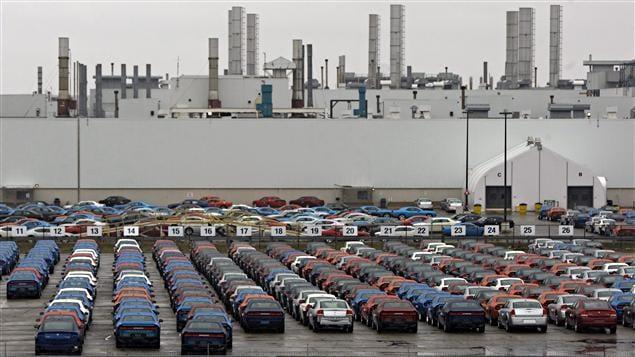 Des voitures Chrysler à l'usine d'assemblage de Brampton, en Ontario.