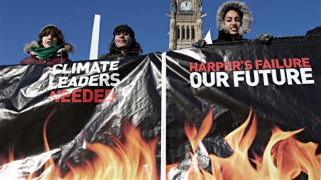 Des militants de Greenpeace, le 18 décembre à Ottawa