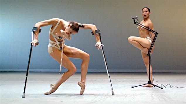 Carol Prieur et Chi Long dans bODY_rEMIX/les_vARIATIONS_gOLDBERG, de Marie Chouinard