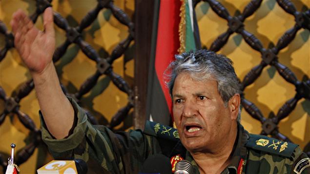L'ancien ministre de l'Intérieur et chef des forces rebelles Abdelfatah Younés lors d'un point du presse à Benghazi