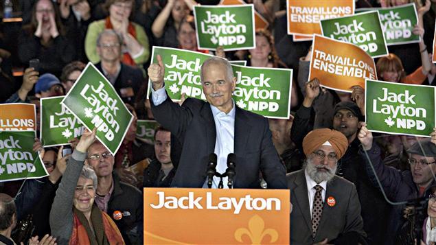Jack Layton avec ses partisans à L'Olympia de Montréal.