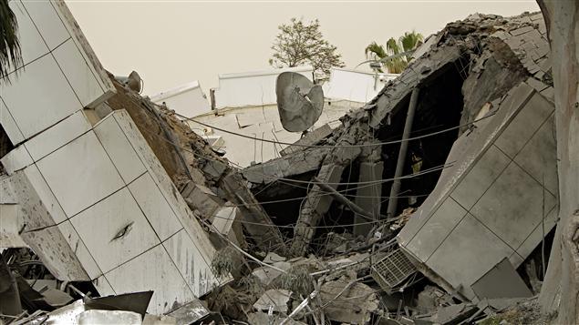 Un des bureaux de Mouammar Kadhafi, détruit lors d'une attaque de L'OTAN dans la nuit de dimanche à lundi.