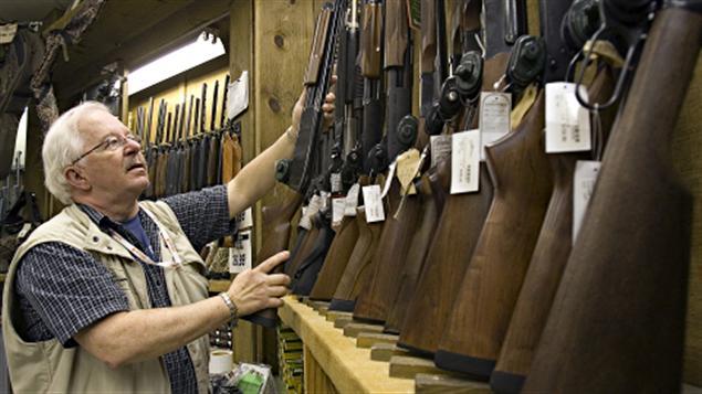 Des armes d'épaule