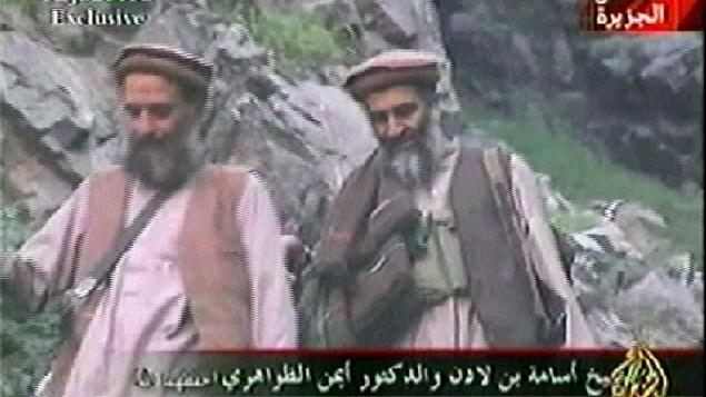 Ayman Al-Zawahiri et Oussama Ben Laden, dansune vidéo diffusée par Al-Jazira en 2003.