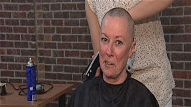 Hélène Deslauriers s'est fait raser les cheveux au  profit de Leucan.