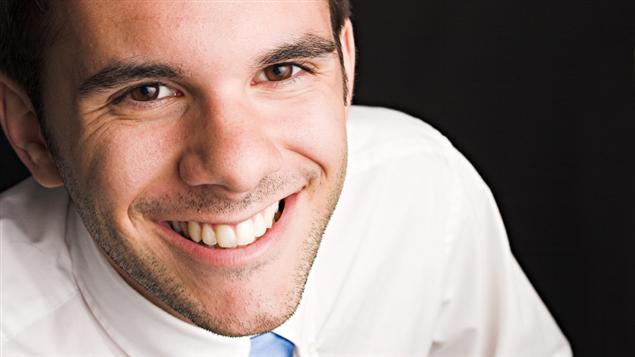 Homme Souriant attirance sexuelle : hommes et femmes verraient le sourire de