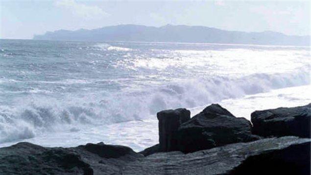 mer-vague-rivage-berge