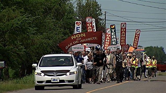Manifestation contre l'exploitation du gaz de schiste à Fortierville, dans le Centre-du-Québec