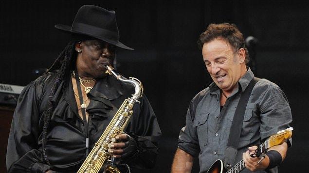 Clarence Clemons aux côtés de Bruce Springsteen lors d'un spectacle à Munich, en Allemagne, en juillet 2009