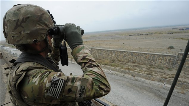 Un soldat américain monte la garde