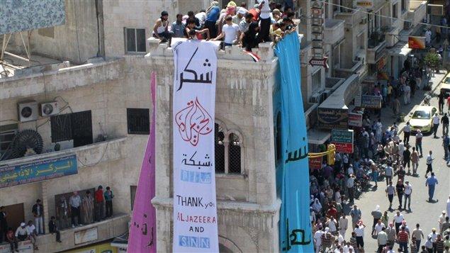 Cette photo mise en ligne par le groupe d'opposants ShamNews (SNN) montrerait la manifestation organisée à Hama vendredi. Associated Press ne peut vérifier l'authenticité de cette photo.