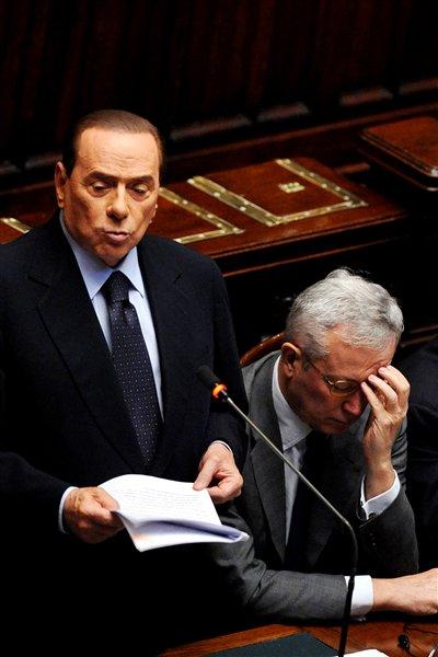 Le premier ministre de l'Italie, Silvio Berlusconi, et le ministre des Finances, Giulio Tremonti.