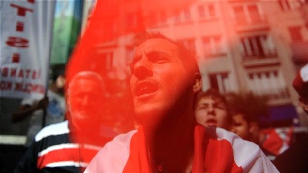 Manifestation contre le régime de Bachar Al-Assad à Istanbul, en Turquie, le 7 août 2011