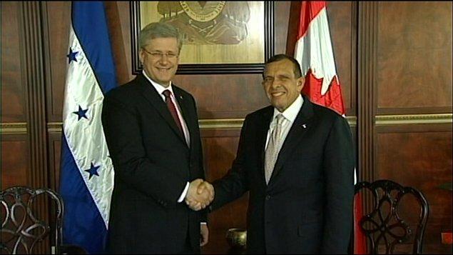 Le premier ministre Stephen Harper et le président du Honduras Porfirio Lobo