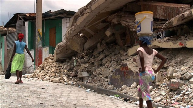 Maison détruite par le séisme de janvier 2010 en Haïti
