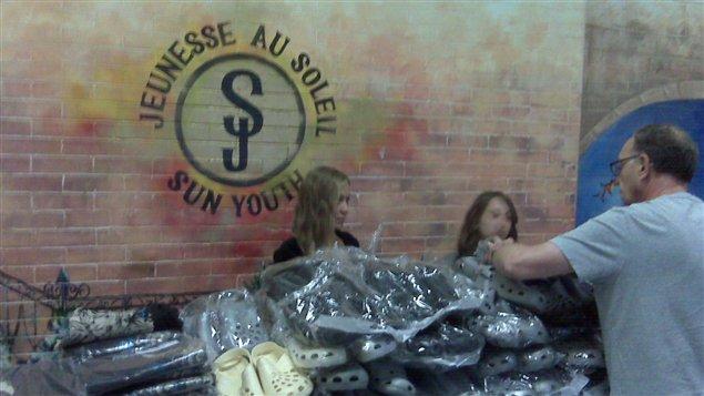 Distribution de vêtements à Jeunesse au soleil