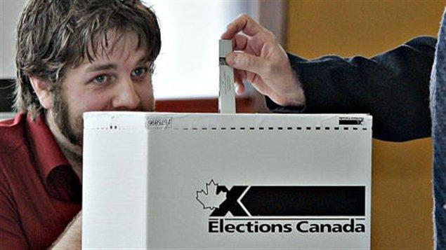 Élections Canada souhaite mettre à l'essai le vote par Internet.