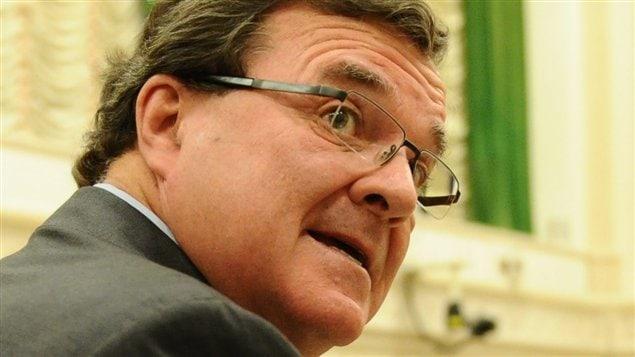 Le ministre des Finances Jim Flaherty à son arrivée à la Chambre des communes