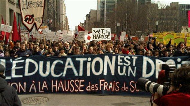 Manifestation d'étudiants au centre-ville de Montréal
