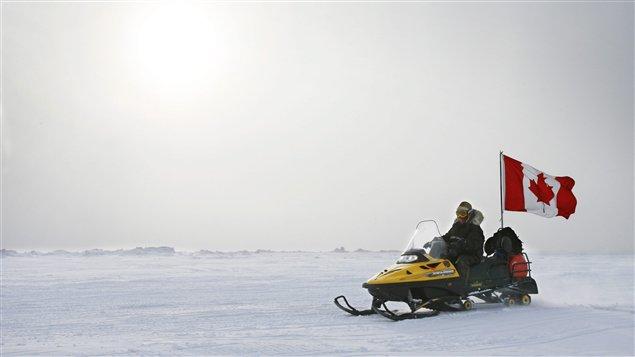 Motoneige des Forces canadiennes en Arctique