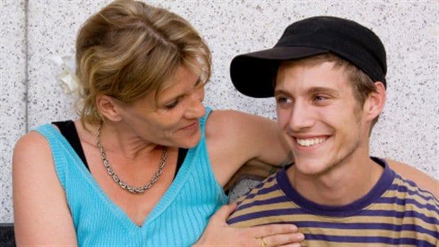 Un mère avec son adolescent