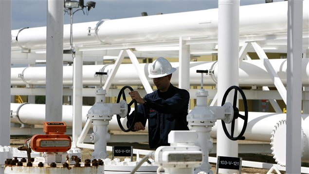 Installations pétrolières en Alberta.